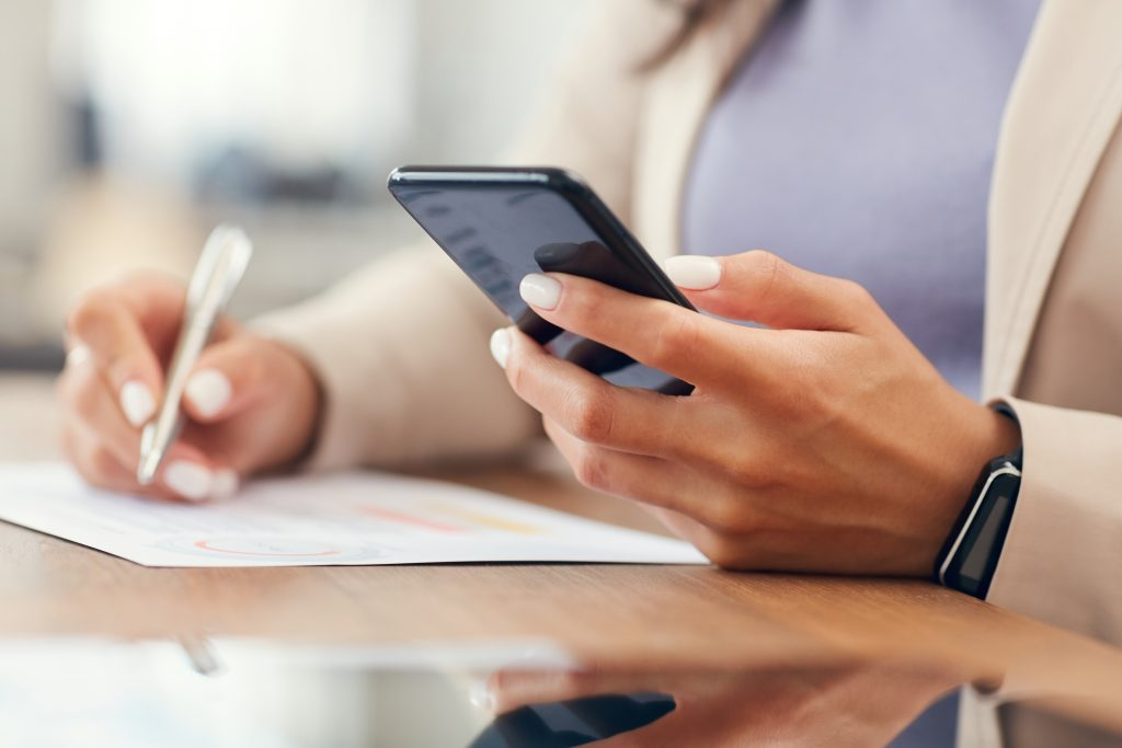 woman using her phone to look for mobile notary services - get notarized in another state